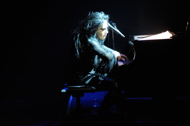 http://www.laetitiagessler.com/files/gimgs/th-12_Diamanda-Galas3.jpg